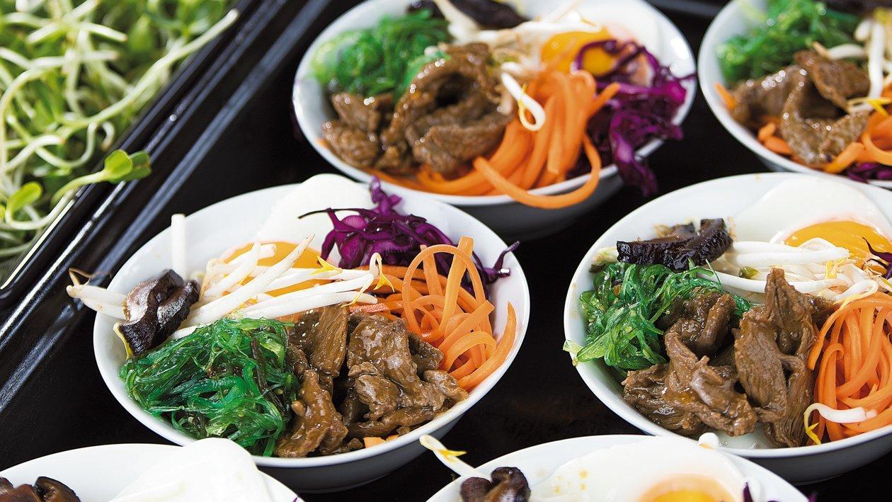 Bibimbap – hovädzie mäso na kórejský spôsob so zeleninou a s vajcom