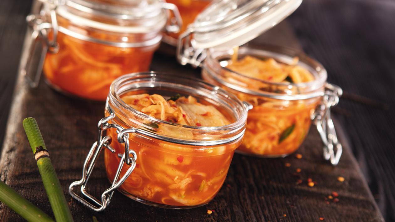 Fermentovaný Kimchi šalát podávaný v pohári