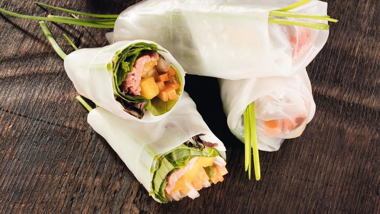 Jarná rolka s hovädzím mäsom a mangom s výberom dvoch omáčok