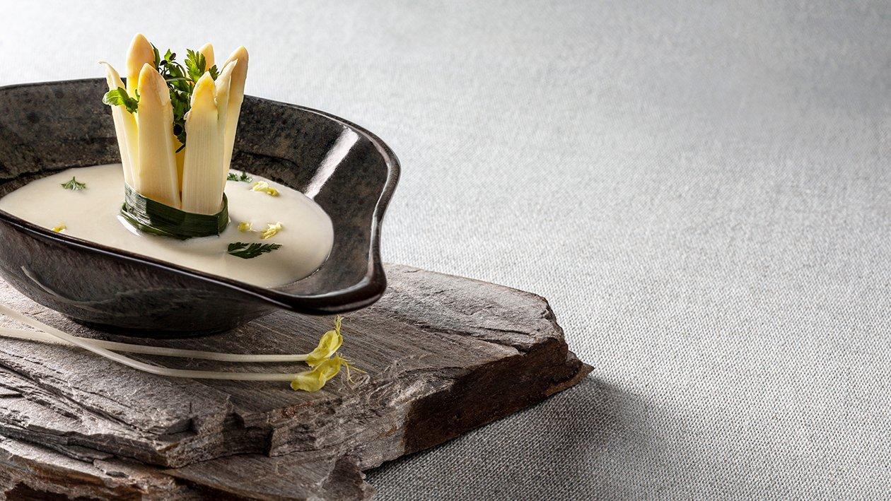 Krémová polievka z bielej špargle