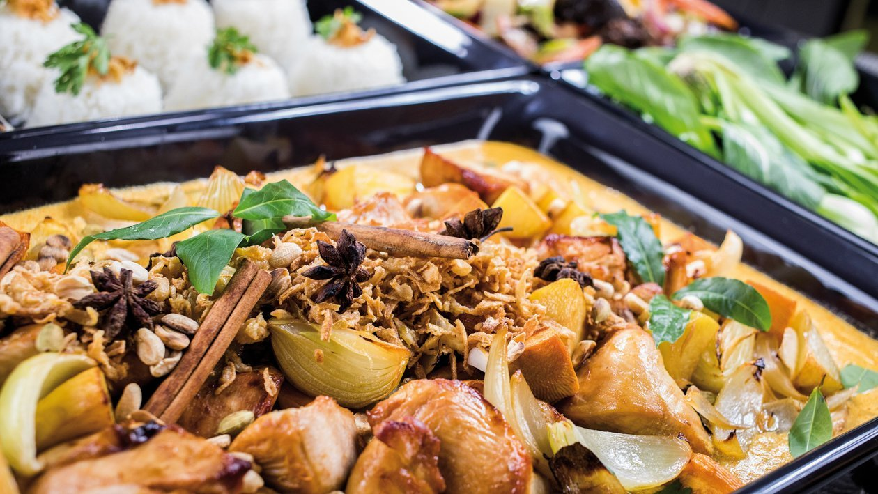 Massaman curry s kuracím mäsom a so zeleninou