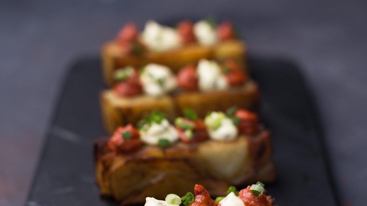 Patatas bravas zemiakové millefeuille