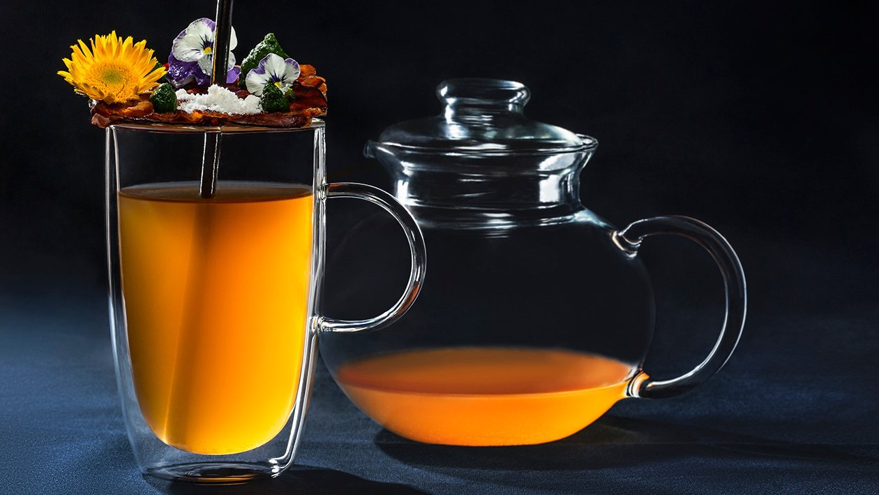 Silný mäsový čaj s chrumkavou vafľou