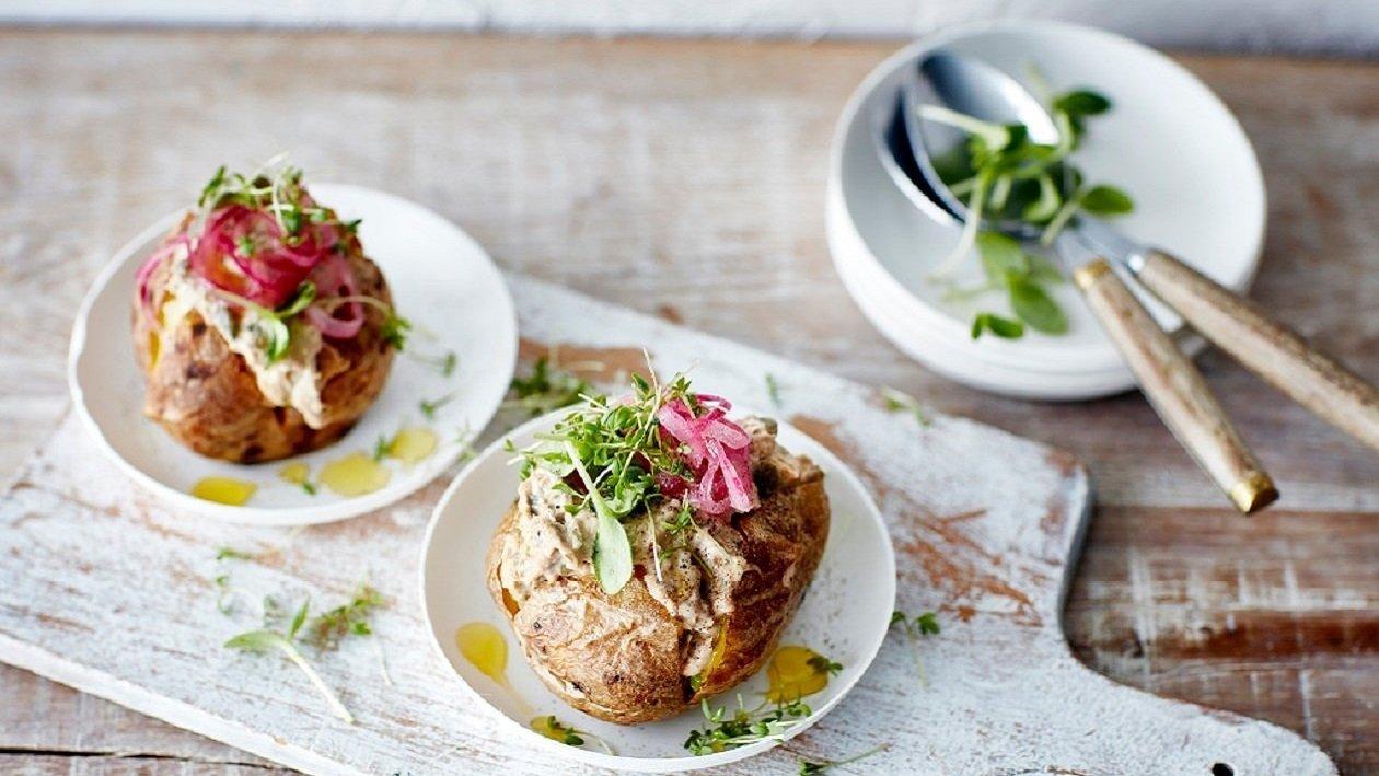 Pečen krompir s tuninim nadevom