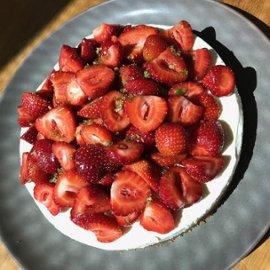 Cheesecake med jordgubbar & limesocker