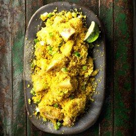 Farofa på couscous med stekt banan och vårlök