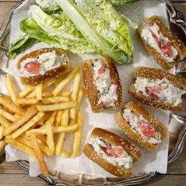 Lobster Roll med Pommes
