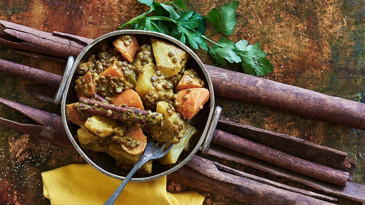 Indiska potatis och linser smaksatt med kanel
