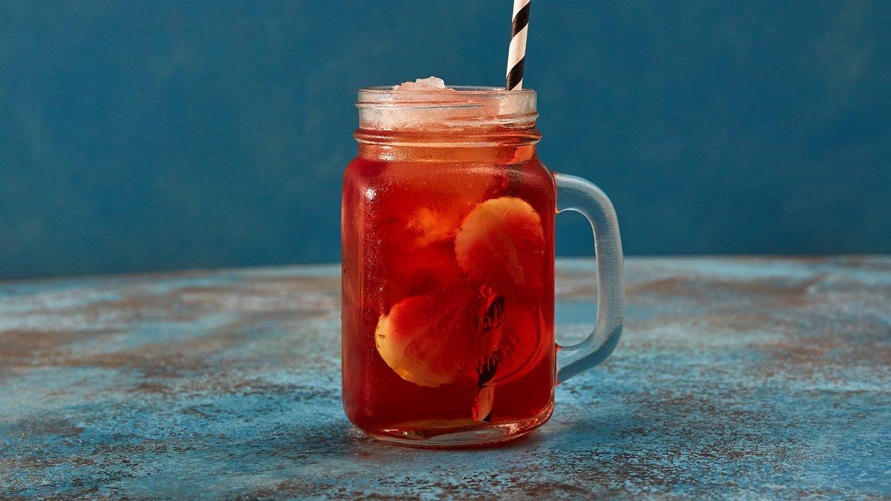 Iste med jordgubb, persika och rabarber