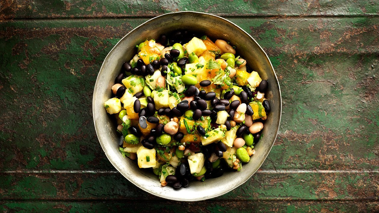 Mango, ananas och bönsallad