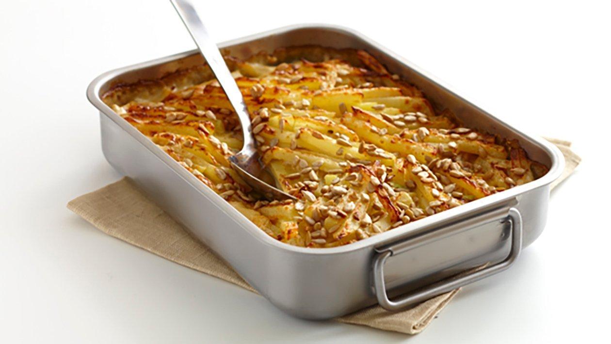 Potatis och rotfruktslåda med kikärtor och solroskärnor, klimatsmart mat