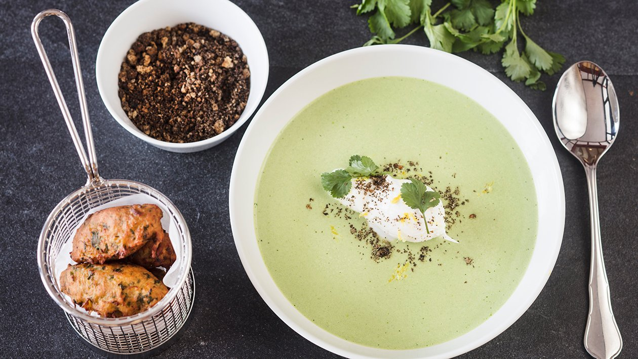 Soppa på nässlor med pocherat ägg och Onion Bahji