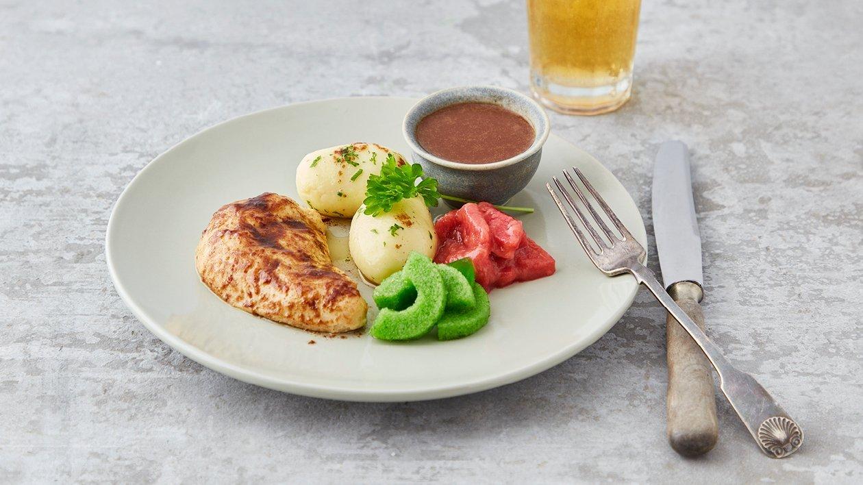 Stekt kyckling med potatis, brunsås, gurksallad och rabarberkompott