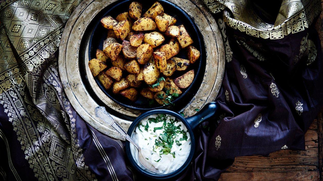 Ugnsrostad potatis Jalfrezi med mynta dressing