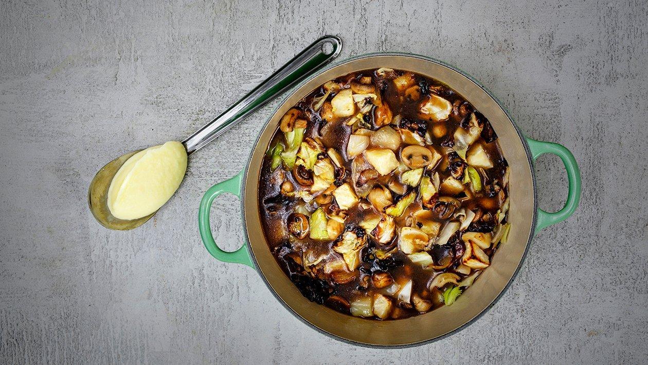 Vitkålsboeuf med potatispuré