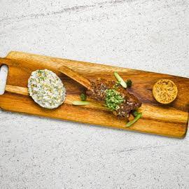 เนื้อซี่โครง เกรโมลาตา และข้าวกระเทียม