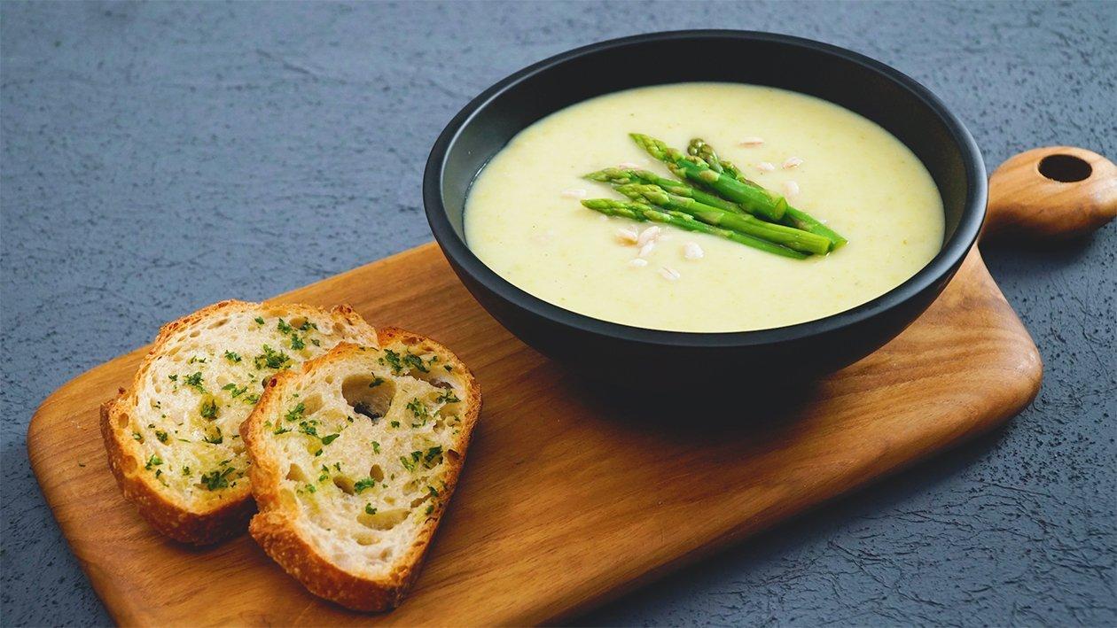 ซุปครีมแอสพารากัสและหัวหอมอบและข้าวบาร์เลย์