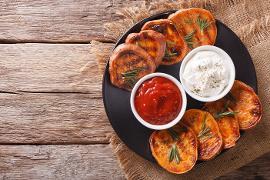 Izgara Tatlı Patates, Sarımsaklı Mayonez Dip ve Acı Sos ile
