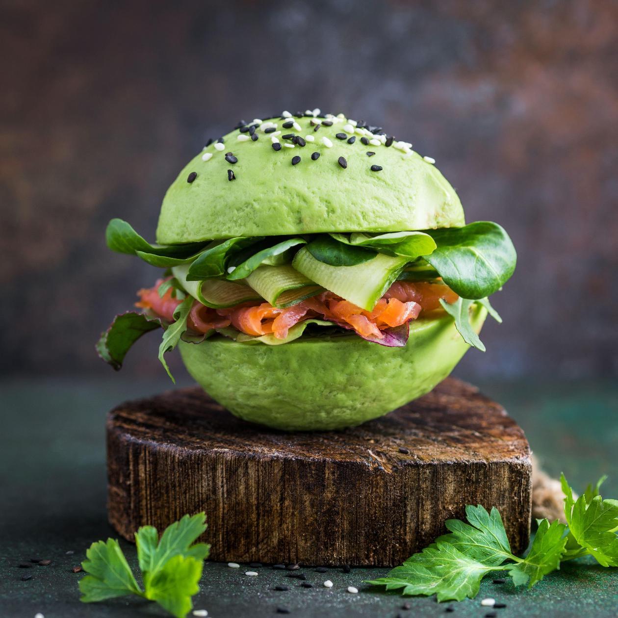 Avokado Burger, Somon Füme ve Taze Sebzeler ile