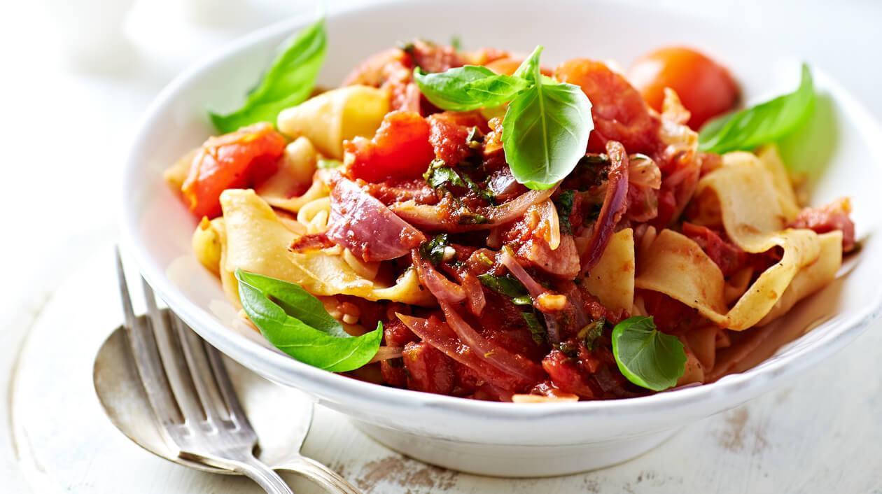 Domates Soslu Patlıcanlı ve Dil Peynirli Pappardelle