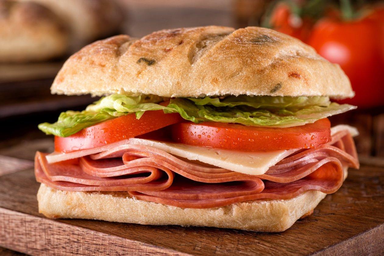 Fesleğenli Şarküteri Sandviç