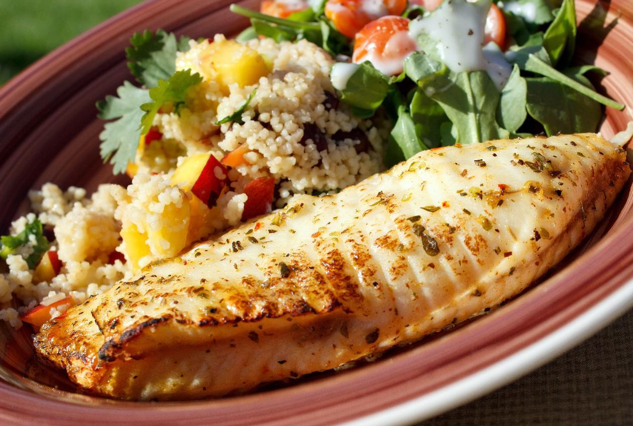 Fırında Panga Balığı, Roka ve Kinoa Salatası ile