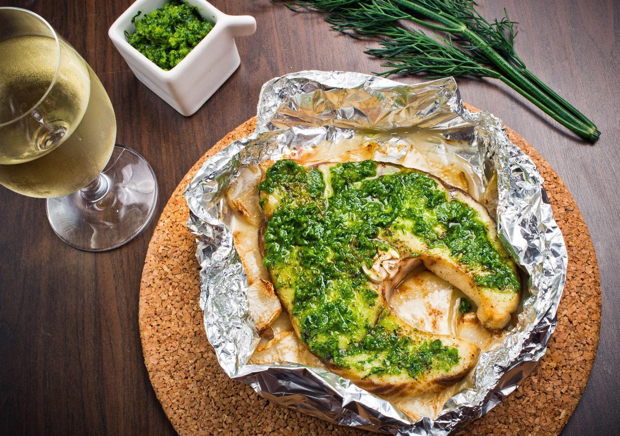 Folyoda Fırınlanmış Kılıç Balığı Steak, Dereotlu Pesto Sos İle
