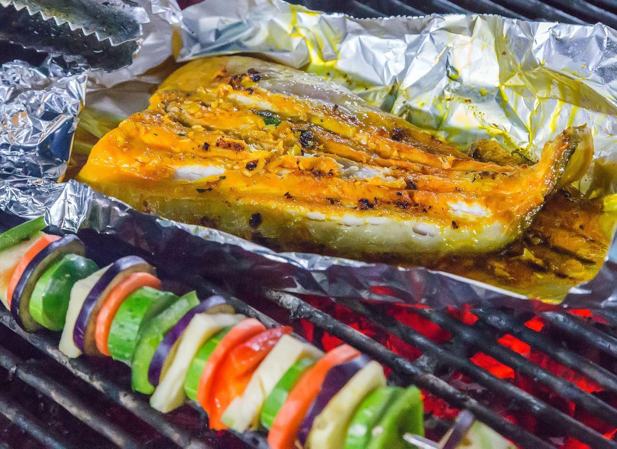 Mangalda Kuzu Kalem Pirzola, Ekşili Nohut Salatası ile