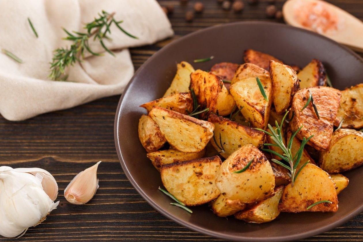 Taze Baharatlarla Fırınlanmış Kabuklu Patates
