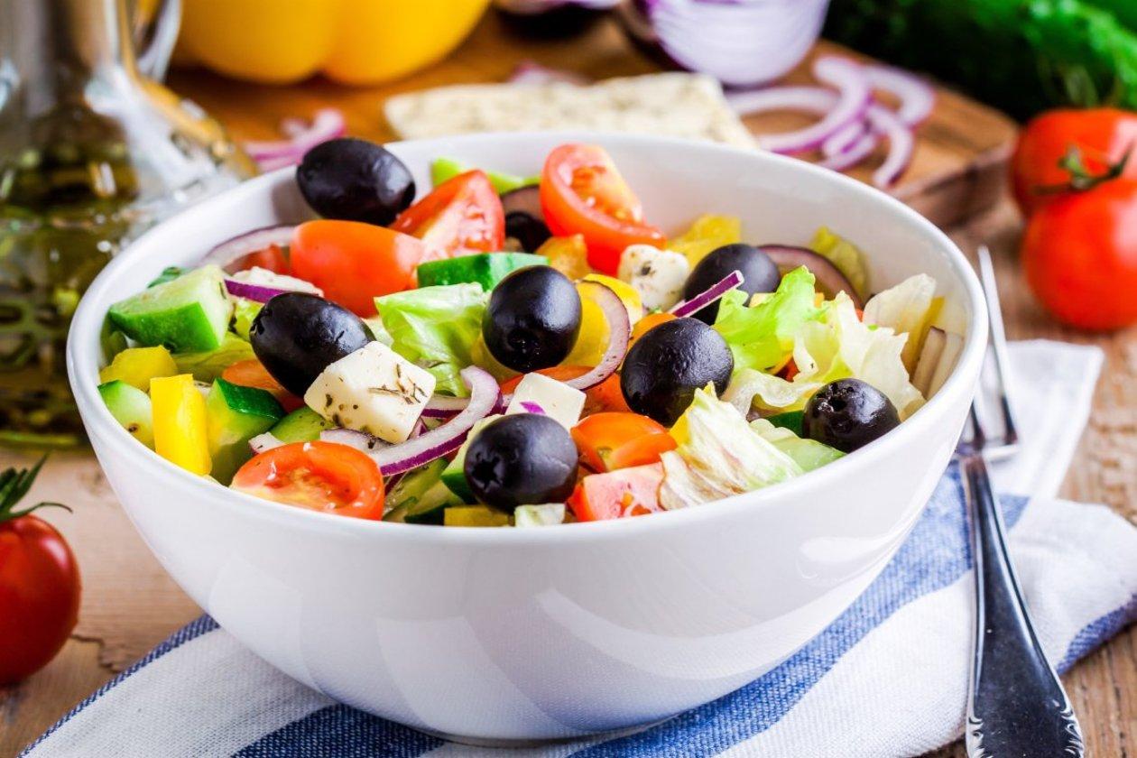 Yunan Salatası, Beyaz Peynir İle