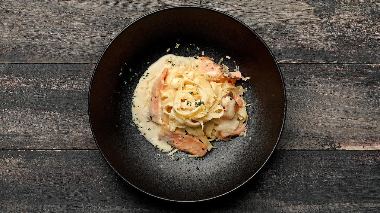 卡邦尼煙三文魚寬條麵 – 食譜詳情