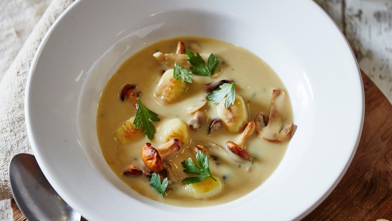 意大利森林蘑菇湯配薯仔麵根和茜芹 – 食譜詳情