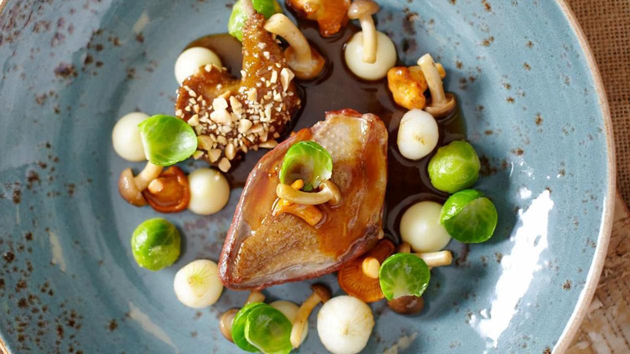 慢煮乳鴿配椰菜仔、白甜薯茸及黃菌 – 食譜詳情