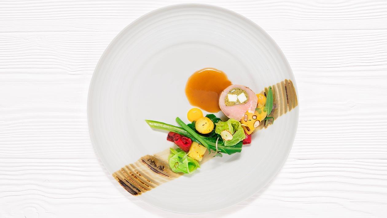 慢煮牛柳釀開心果菠菜雞茸   伴意大利陳年白蘭地汁 – 食譜詳情