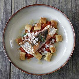 煎海鲈鱼火腿卷配马铃薯面疙瘩