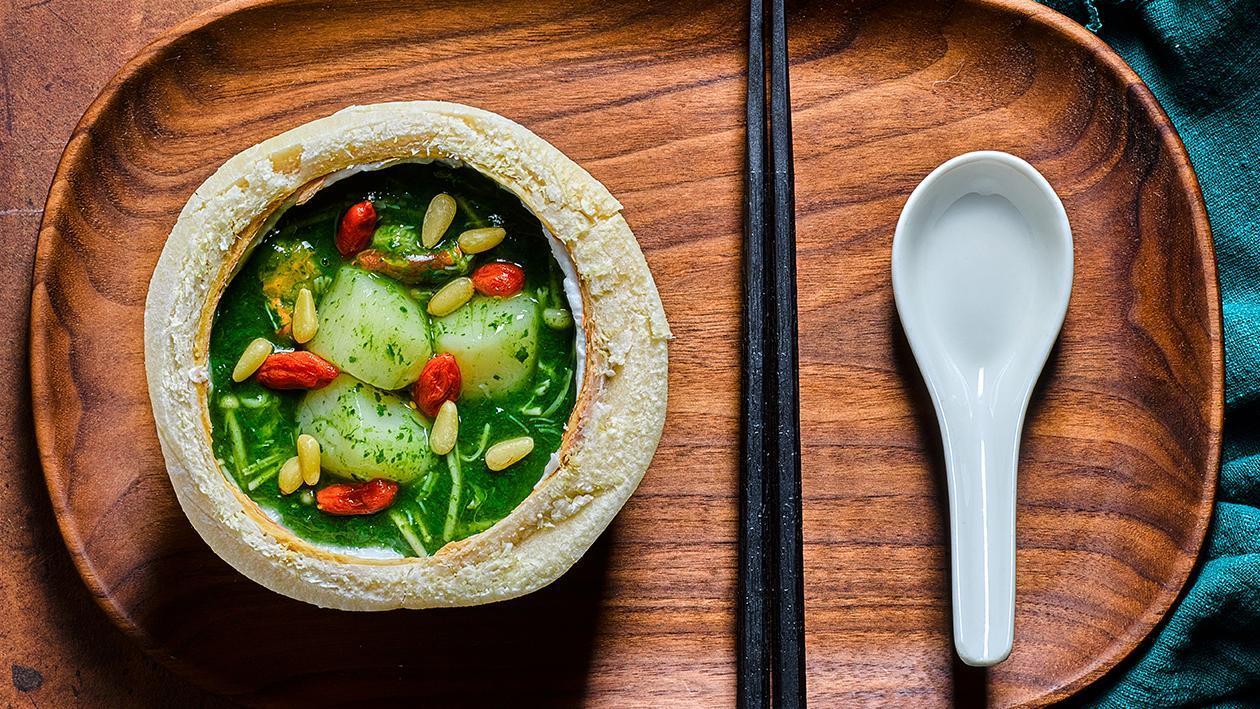 椰盅海鲜菠菜汤