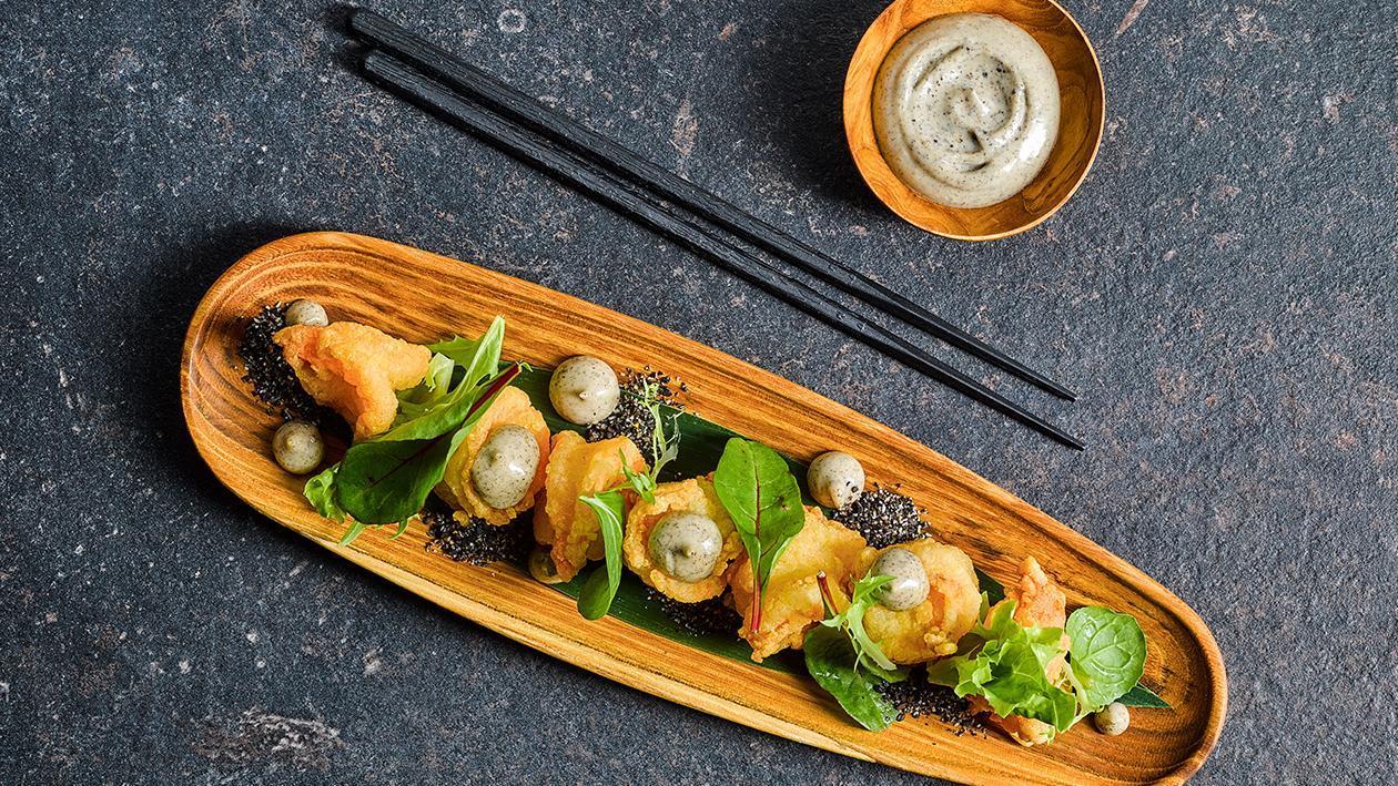 油炸大虾配黑芝麻酱