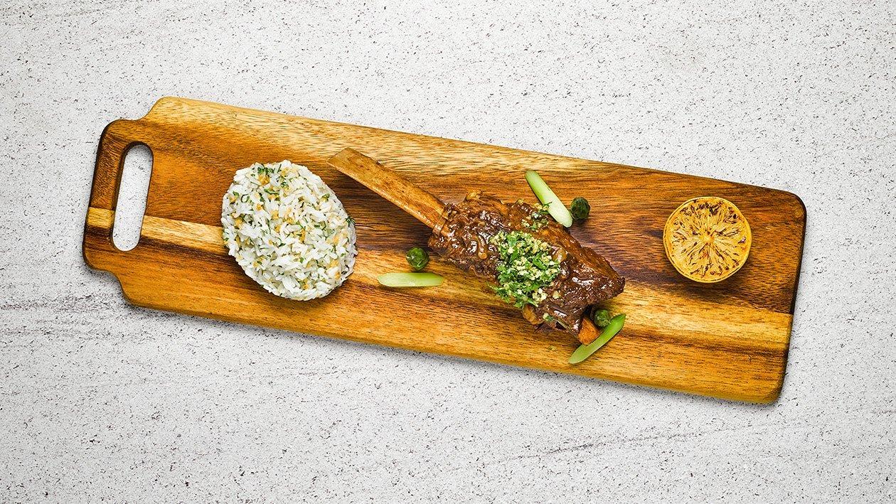 炖牛小排配GREMOLATA酱和蒜香米饭