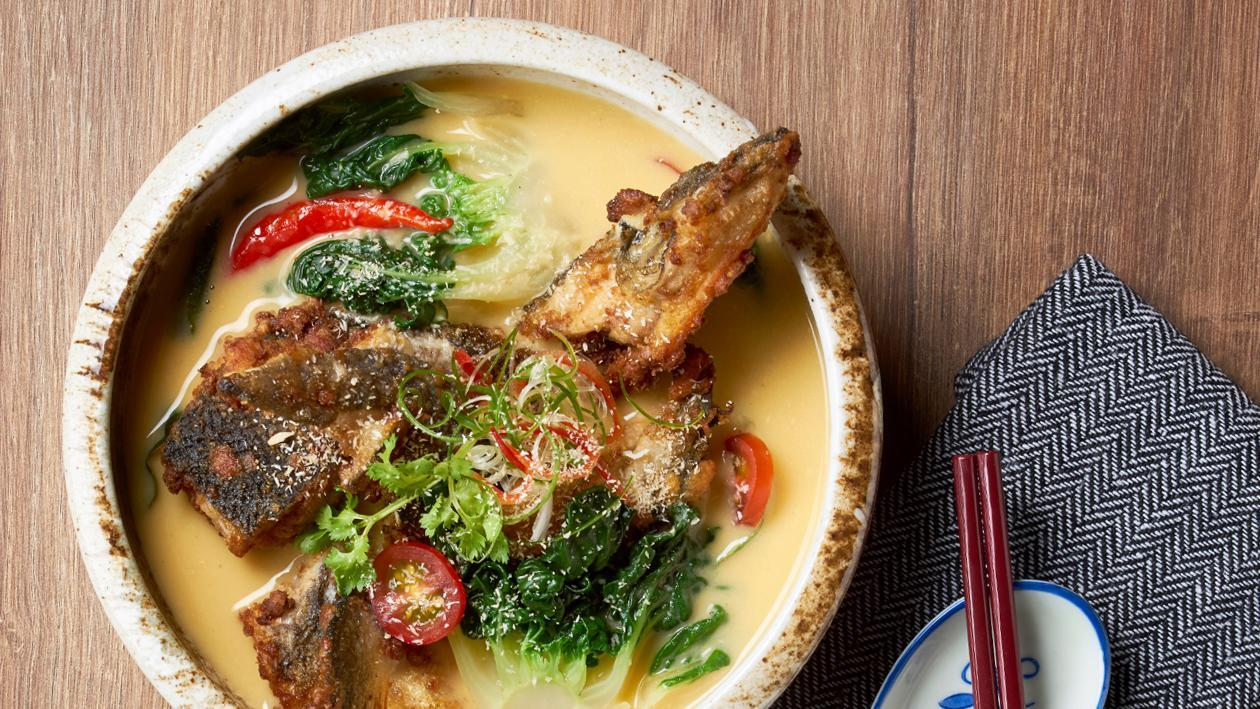 炸三文鱼头/肚拌咸蛋汤