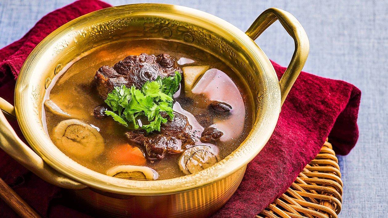 牛尾炖牛蒡黑豆汤