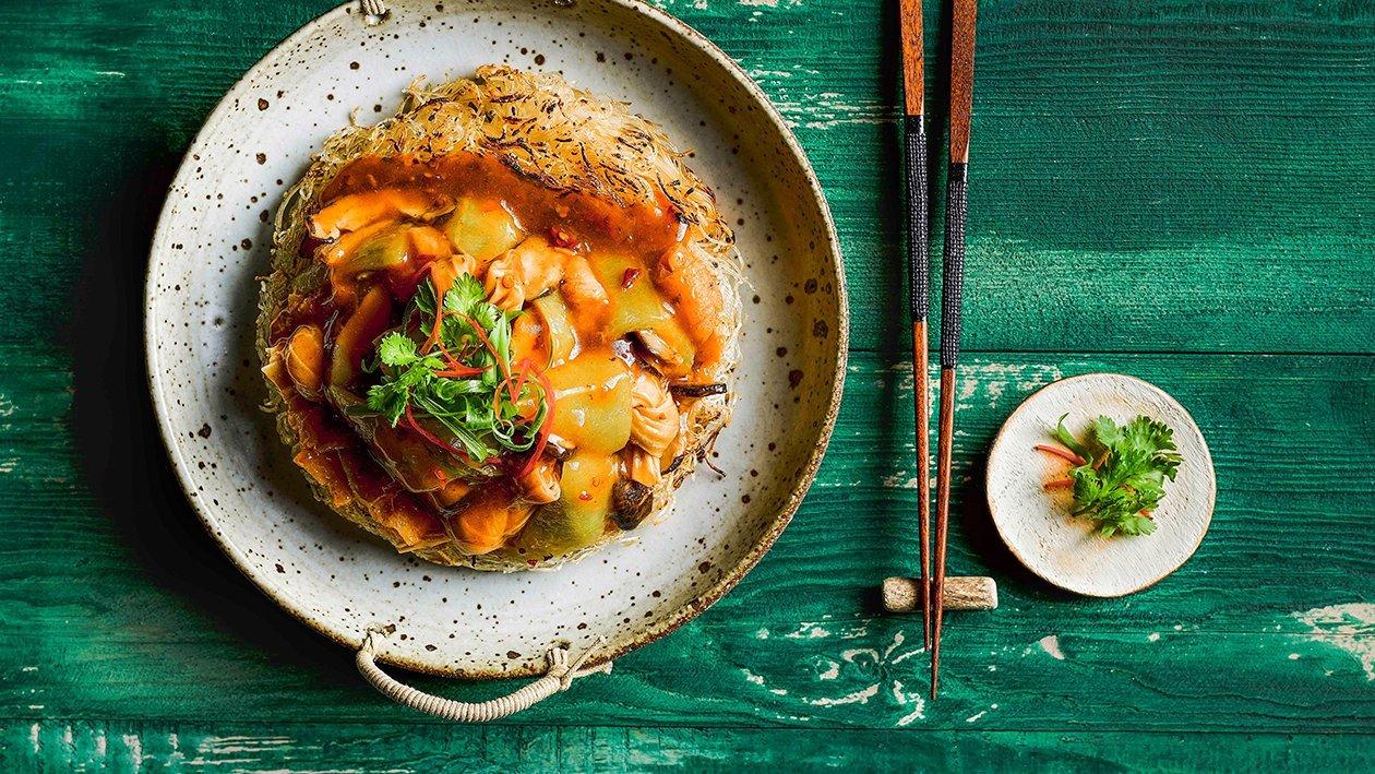 米粉煎饼配丝瓜、腐竹、竹笙和香菇