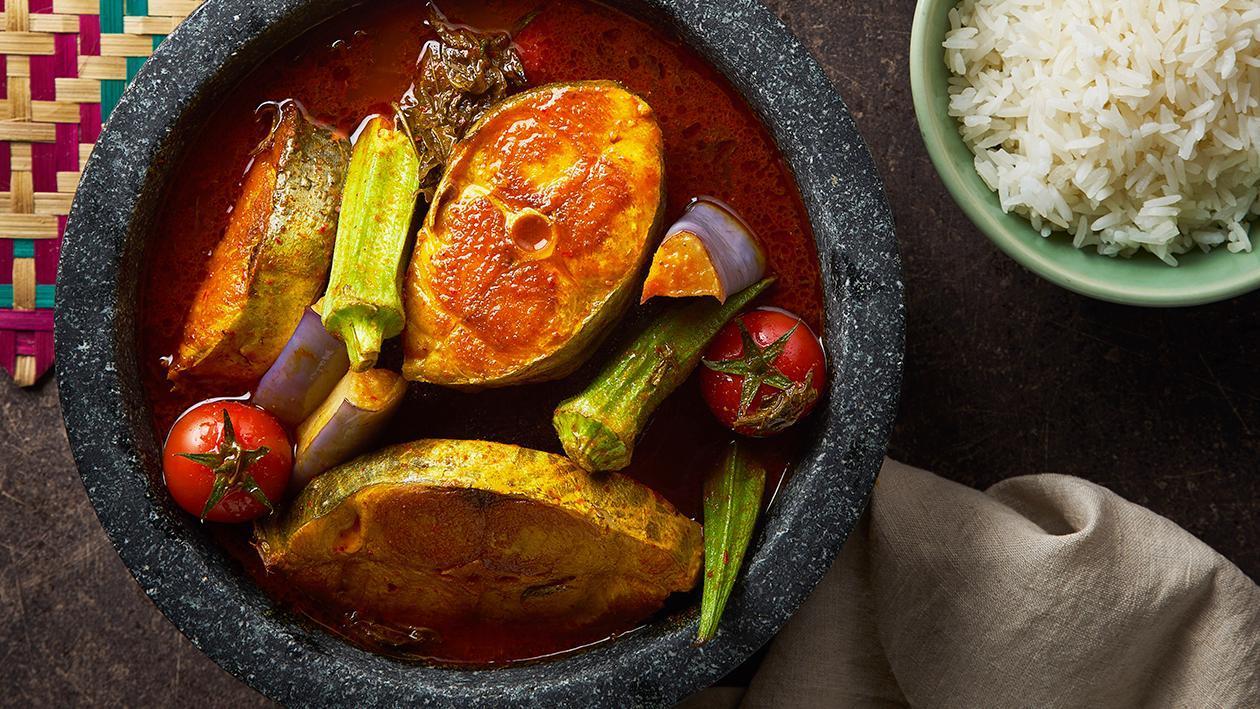 酸辣炖鱼汤配酸菜沙拉