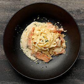 燻鮭魚奶油蛋黃醬寬麵