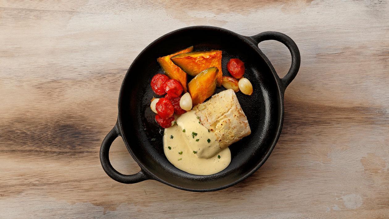 低溫煮魚菲力佐荷蘭醬附爐烤蜜南瓜及櫻桃番茄