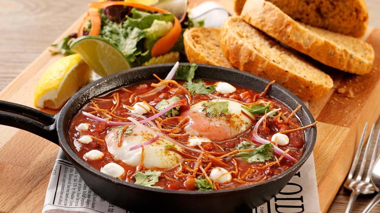 墨西哥風味熱辣牛肉醬烤63度水波蛋佐普羅旺斯蕃茄手工麵包