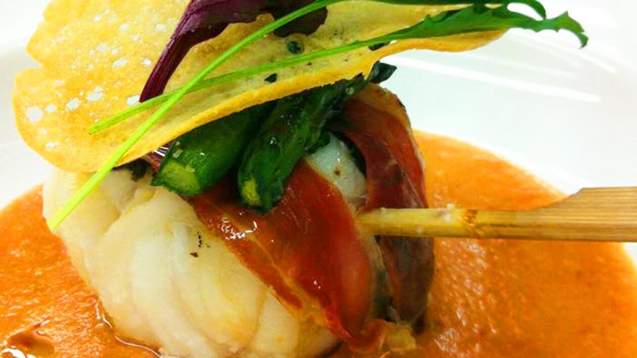 帕瑪火腿琵琶魚卷佐蕃茄酸奶油醬