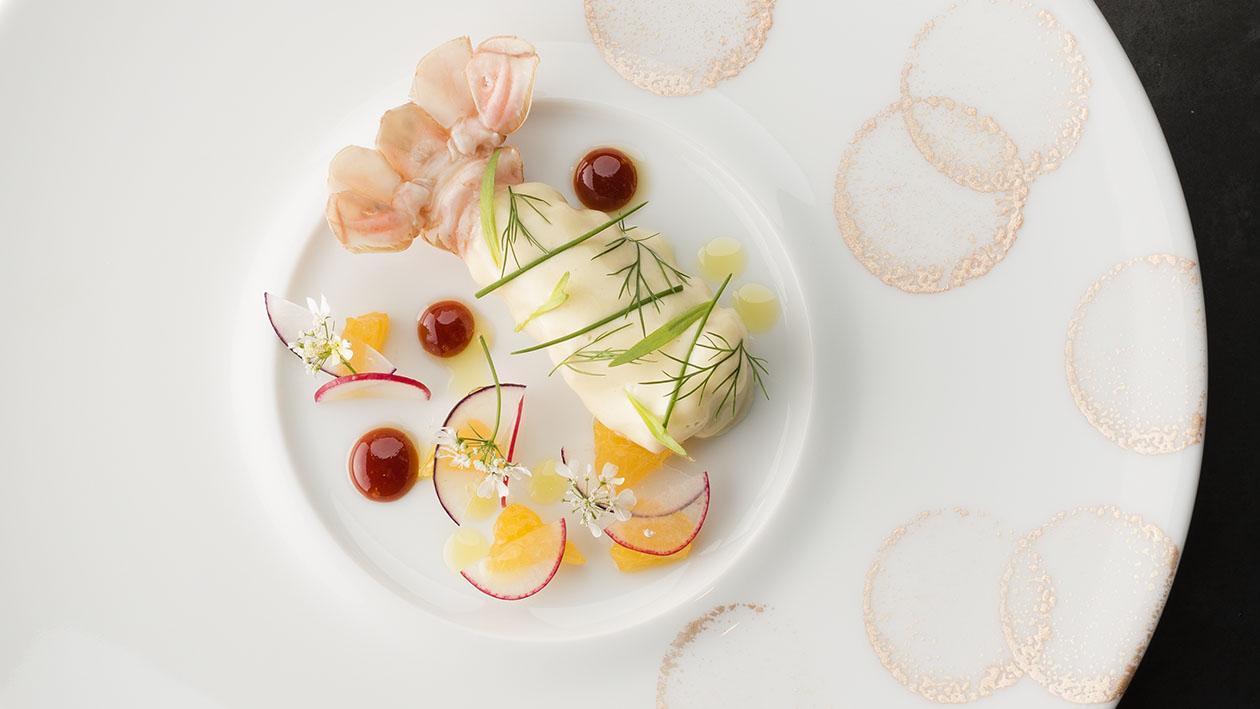 烘烤海螯蝦裹蛋黃醬佐血橙羅勒橄欖油
