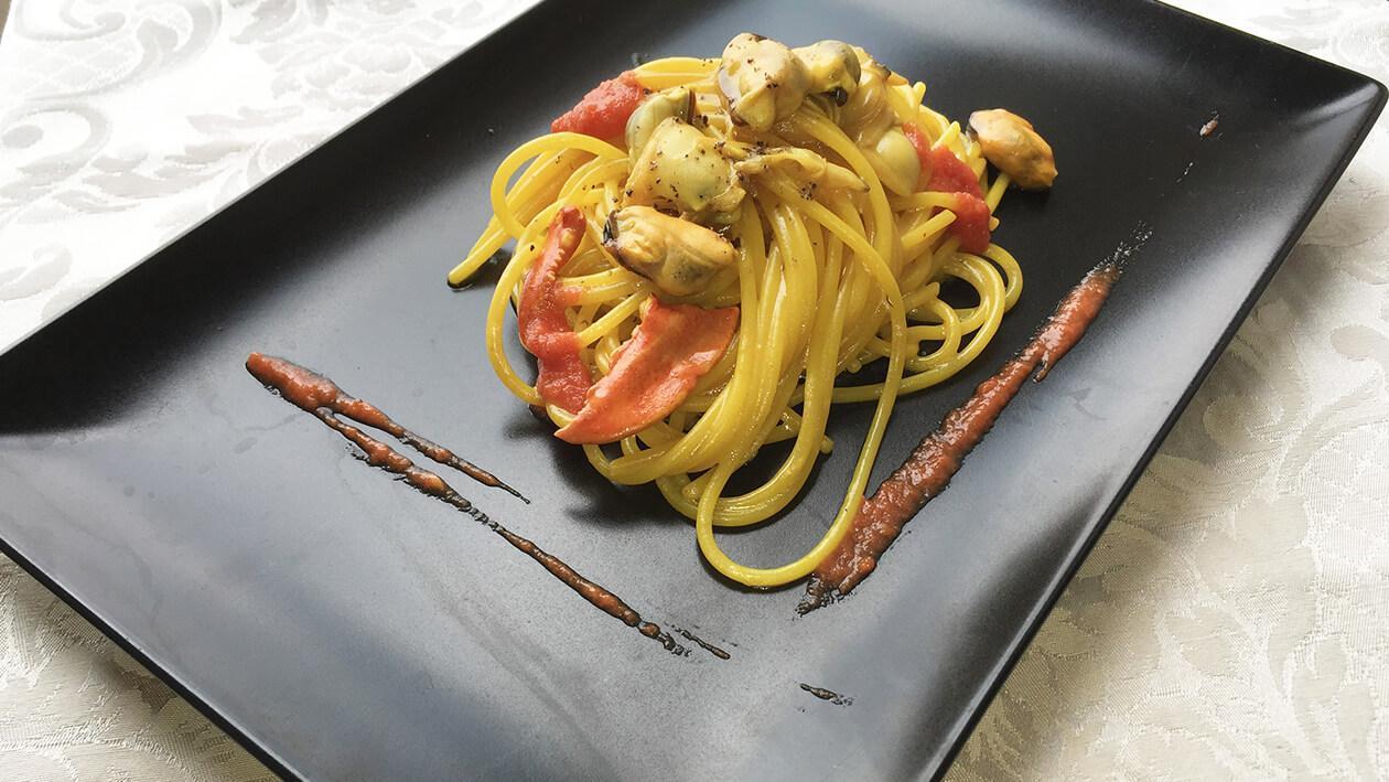 白酒海鮮意大利麵佐番紅花龍蝦汁