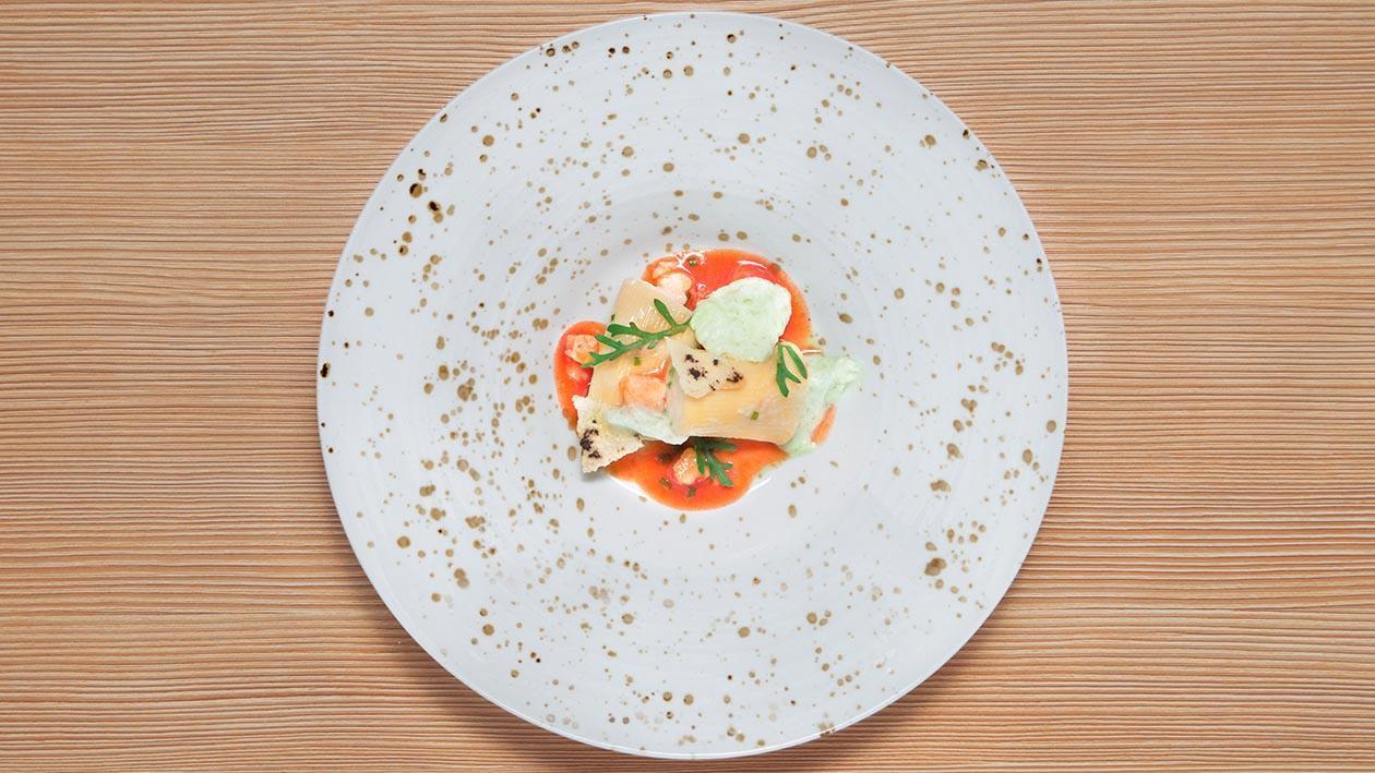 粗水管麵填Ricotta羊奶起司搭配茄子、檸檬配紅蝦高湯與羅勒葉泡泡