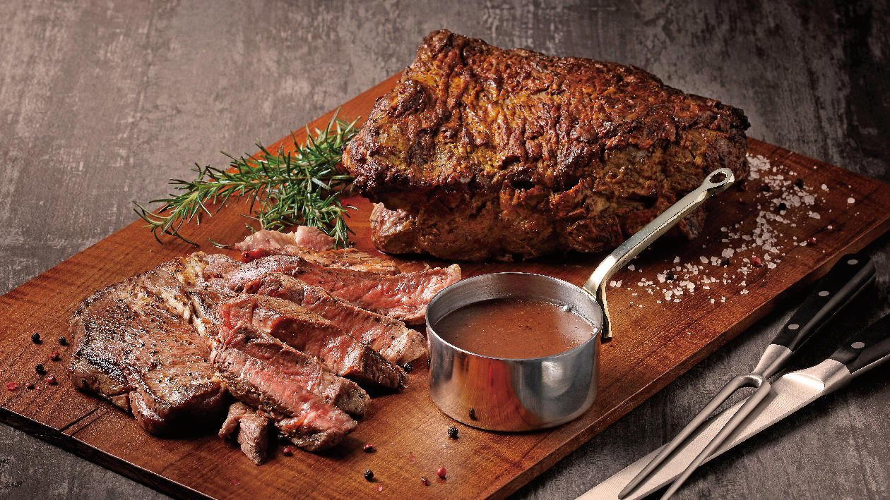 紅酒獵人醬汁搭配爐烤牛肉
